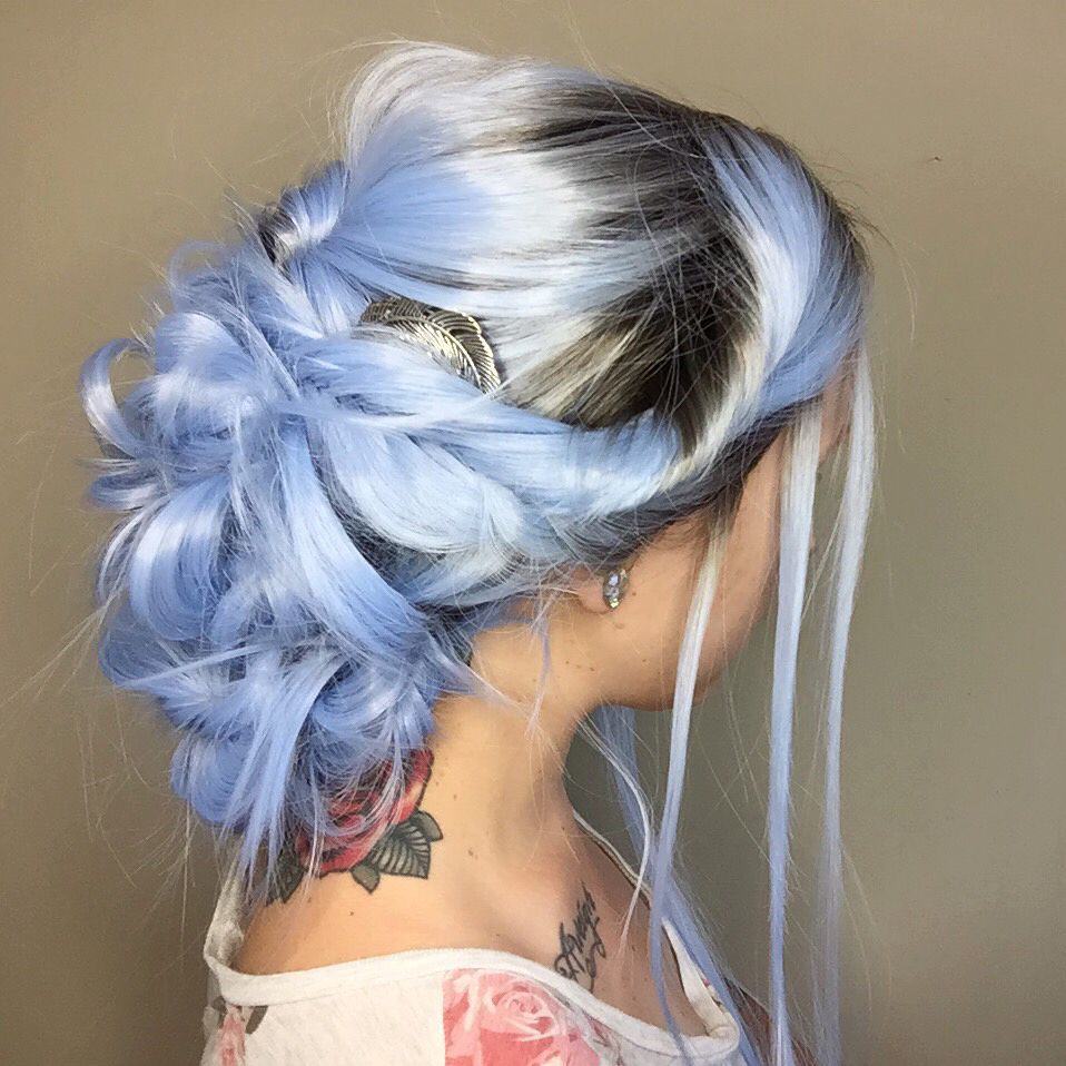 natural looking blue wigs 01